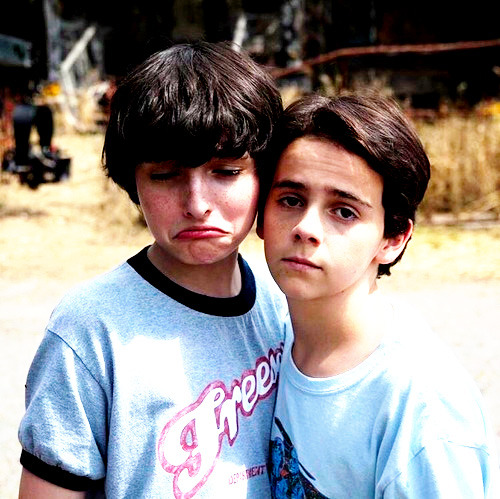 Finn Wolfhard on set with Jack Grazer, who plays Eddie, on the set of It (2017)